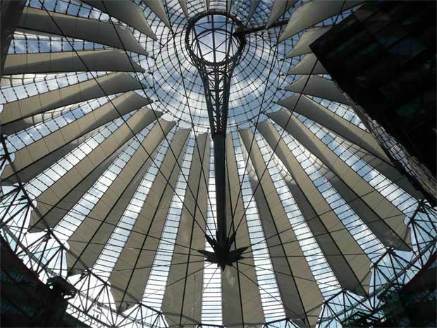 Interior de la cúpula del Reichstag, Parlamento alemán por cortesía del sr. Christian Von Schellwitz