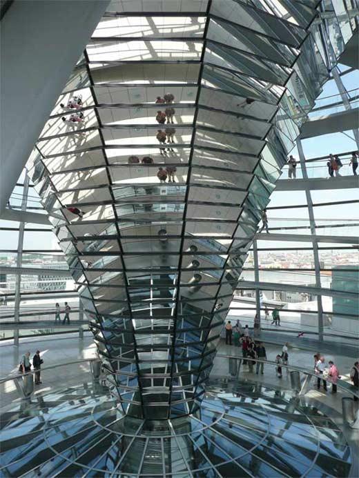 Vista interior de la cúpula del Reichstag. Albúm personal sr. Christian Von Schellwitz